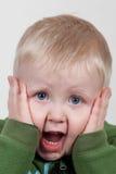 Niño que grita Imagenes de archivo