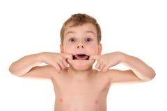 Niño que hace la cara Foto de archivo libre de regalías