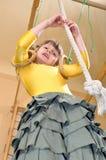 Niño que juega en la gimnasia Imágenes de archivo libres de regalías