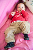 Niño Relaxed en cama Fotografía de archivo libre de regalías