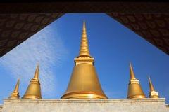 Nio-slut pagod i templet av marmorpalikanonen (tripitakaen) Royaltyfri Bild