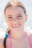 Niño sonriente en una playa Imagen de archivo libre de regalías