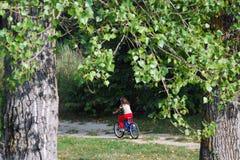 Niño y bici Fotografía de archivo