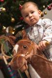 Niño y árbol de Chirstmas Fotos de archivo libres de regalías