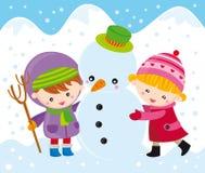Niños con el muñeco de nieve Fotos de archivo
