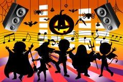 Niños de la silueta que bailan el partido de Halloween Imagen de archivo