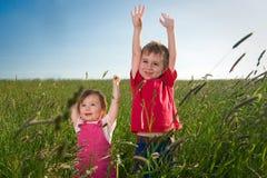 Niños en campo Imágenes de archivo libres de regalías