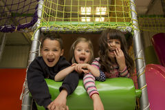 Niños en la sala de juegos Imagen de archivo libre de regalías