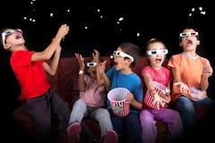 Niños en las películas Imagenes de archivo