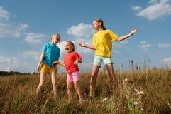Niños en un prado Fotografía de archivo