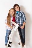 Niños felices listos para pintar su sitio Fotos de archivo