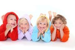 Niños lindos que mienten en el suelo Foto de archivo libre de regalías