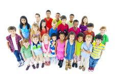niños Multi-étnicos en ropa de sport Fotos de archivo
