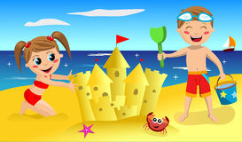 Niños que hacen el castillo de la arena Fotografía de archivo libre de regalías