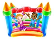 Niños que juegan en castillo animoso Imagen de archivo