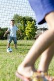 Niños que juegan a fútbol Imagen de archivo libre de regalías