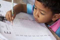 Niños tailandeses en el jardín de la infancia Imagenes de archivo