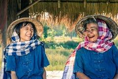 Nipote dell'agricoltore e della nonna con il raccolto del riso Fotografia Stock Libera da Diritti