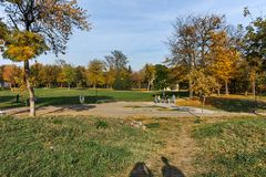 NIS,塞尔维亚2017年10月21日:堡垒和公园里面看法在Nis城市 免版税库存照片