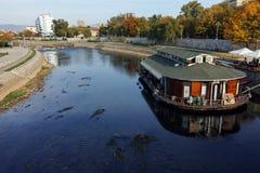 NIS,塞尔维亚2017年10月21日:Nis和Nisava河城市全景  图库摄影