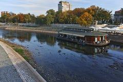 NIS,塞尔维亚2017年10月21日:Nis和Nisava河城市全景  库存照片