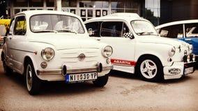 Nis, Sérvia - 8 de outubro de 2016: O temporizador velho Fiat 750 manufaturado desde 1955 até 1985 com um projeto distintivo do c Imagens de Stock