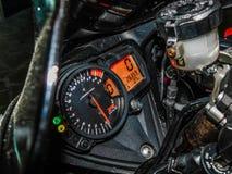 Nis-, Serbien-8/17/2018 Suzuki gsxr Motorradcockpit 1000 mit U-/minmeter, Geschwindigkeitsmesser und anderer lizenzfreie stockbilder