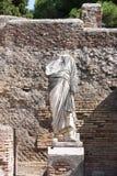 Nisch med en staty, Ostia Antica, Italien Arkivbild