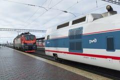 NISCHNI NOWGOROD, RUSSLAND -05 11 2015 Die sich fortbewegenden Züge bilden Strizh an der Station aus Stockfoto