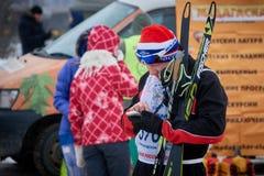 NISCHNI NOWGOROD, RUSSLAND - 11. FEBRUAR 2017: Ski Competition Russia 2017 Blau, Vorstand, Kostgänger, Einstieg, Übung, Extrem, S Stockfoto