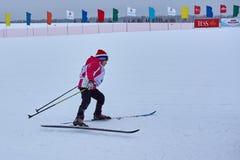 NISCHNI NOWGOROD, RUSSLAND - 11. FEBRUAR 2017: Ski Competition Russia 2017 Blau, Vorstand, Kostgänger, Einstieg, Übung, Extrem, S Lizenzfreies Stockfoto