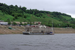 Nischni Nowgorod, Russland - 11. Juni 2014 Romodanovsky-Pier auf dem Fluss Oka Stockbilder