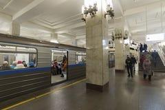 Nischni Nowgorod, RUSSLAND - 02 11 2015 Leute kommen Stockbild