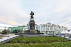 Nischni Nowgorod, Russland - 11. November 2015 MonumentPilot Chkalov auf Damm von der Wolga Lizenzfreies Stockbild
