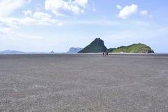 Niscy przypływy morze przy Prachuap Khiri Khan zatoką, Prachuap Khiri Khan, Tajlandia obrazy royalty free