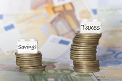 Niscy savings i wysokiego podatku pojęcie Fotografia Stock