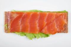 Niska caloric otwarta kanapka z czerwieni ryba pojedynczy białe tło obrazy stock