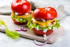Niska carb hamburgeru opcja - pomidorowy hamburger Obraz Royalty Free