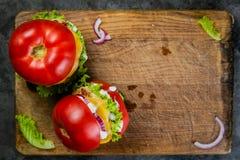 Niska carb hamburgeru opcja - pomidorowy hamburger Fotografia Stock