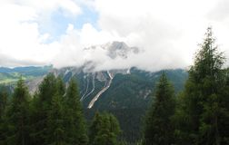 Niska chmura Nad Carnic Alps Blisko Sauris Zdjęcia Royalty Free