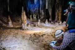 Niska jamy wycieczka turysyczna - Karlsbadzki Caverns park narodowy Obrazy Stock