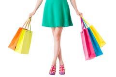 Niska sekcja kobieta z torba na zakupy fotografia stock