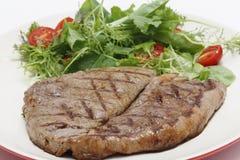 Niski carb stek i sałatki zbliżenie obraz royalty free