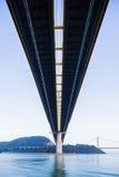 Niski kąt zawieszenie most w Hong Kong obrazy royalty free