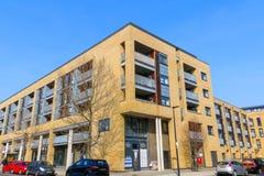 Niski kąt nowego budownictwa mieszkaniowego mieszkanie w Wschodnim Londyn Zdjęcie Royalty Free