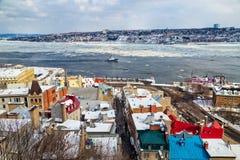 Niski Quebec miasto z St Lawrance rzeką i Levis w zimie obrazy royalty free