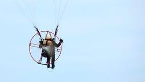 Niski widok motorowy paraglider niebo Zdjęcie Stock