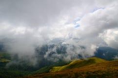 Niskich chmur góry Zdjęcia Stock