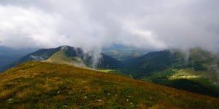 Niskich chmur góry Obrazy Royalty Free