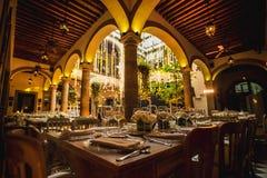 Niskiego światła sali balowej luksusowa ślubna dekoracja dla ślubów, przyjęcia obrazy stock